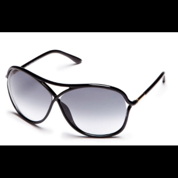25a6fa49c2bf New Tom Ford Vicky Round Frame Sunglasses. M 5a6d58e7b7f72b8563b90e94.  Other Accessories ...